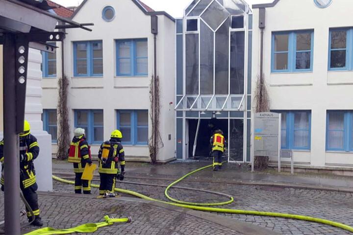 Die Feuerwehr rückte zu einem Großeinsatz aus.