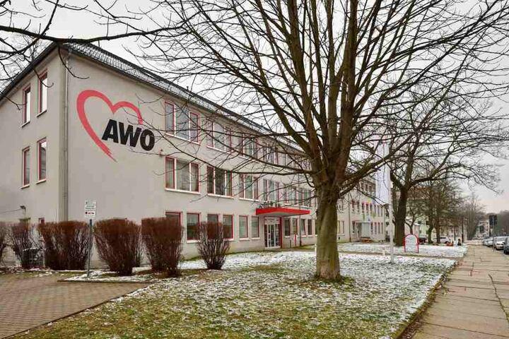 In Chemnitz wird das Sorgentelefon durch die Arbeiterwohlfahrt AWO betreut.