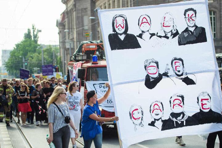 """Die Demonstration für bessere Arbeitsbedingungen in der Pflegebranche anlässlich des Bundesweiten Aktionstages """"Tag der Pflege""""."""