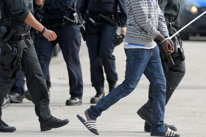 Zwei Männer kamen in Polizeigewahrsam. (Symbolbild)