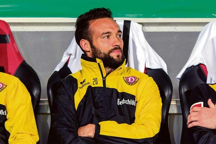 Fabian Müller mit einem gequälten Lächeln (noch) auf der Dynamo-Bank.