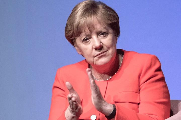 Auslöser für die plötzlich so schnelle Entwicklung war ein Kurswechsel von Angela Merkel. Sie erklärte die Abstimmung für die Mitglieder ihrer Fraktion zur Gewissensfrage.