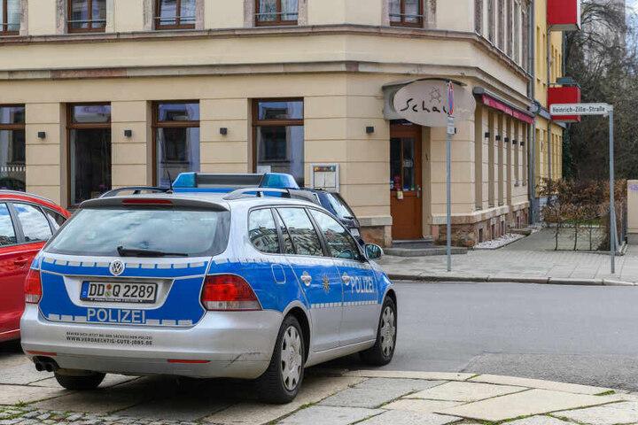 Die Polizei sichert das Restaurant Schalom am Brühl.
