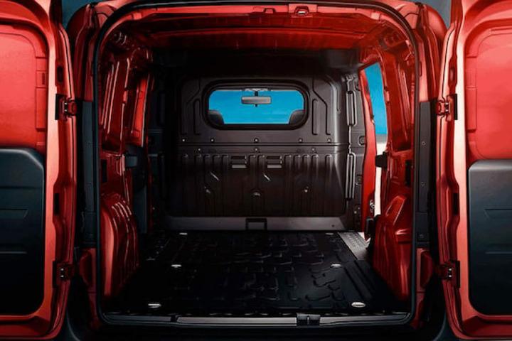 Den Opel Combo Kasten gibt es in zwei Varianten bezüglich der Länge des Laderaumes (3,05 m oder 3,40 m) und der Dachhöhe (1,85 m oder 2,10 m).
