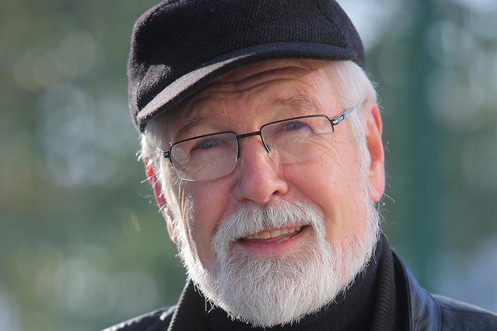 Kämpft um die Schwäne auf dem Schlossteich: Der stellvertretendeOrtsvorsteher Hans-Jürgen Behr (71, CDU)
