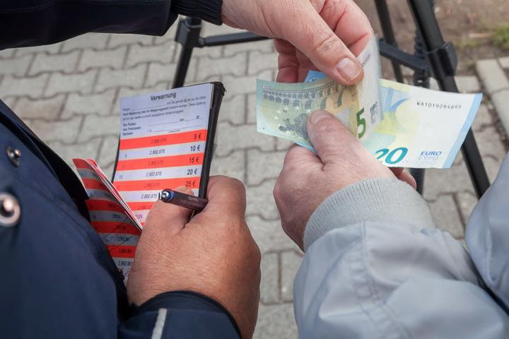 Die meisten Temposünder in der Trützschlerstraße bezahlten ihre Knöllchen gleich vor Ort.