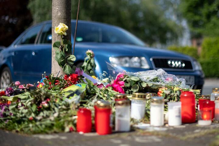 Am Unfallort wurden Blumen für das Opfer niedergelegt.