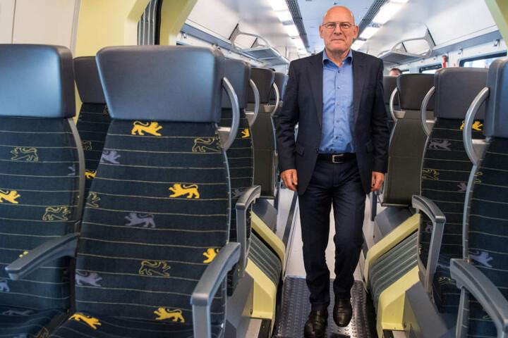 Verkehrsminister Winfried Hermann (Grüne) bei der Vorstellung der neuen Züge am Donnerstag.