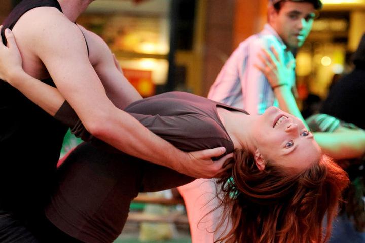 In München wurde eine Frau in einem Tanzlokal beim Tanzen schwer verletzt. (Symbolbild)