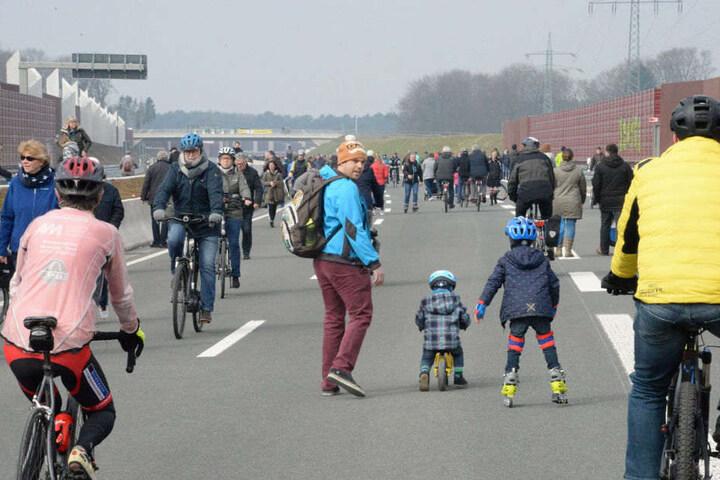 Ob Fahrrad, Inliner oder zu Fuß, am Ostermontag war alles erlaubt.