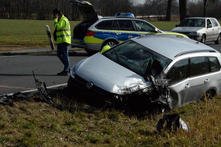 Auch der VW erlitt Totalschaden.