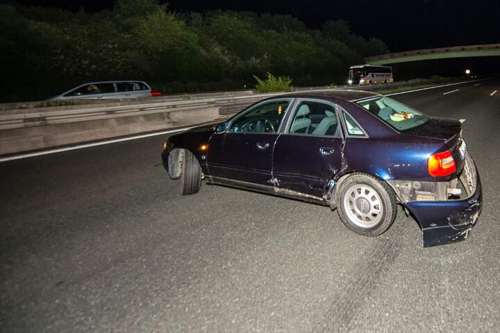 Der Audi blieb quer zur Autobahn stehen.