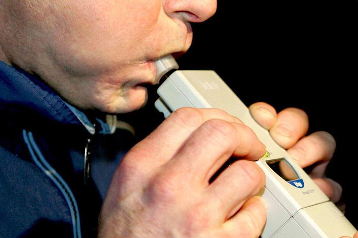 Ein Alkohol-Test bei der Verdächtigen ergab 1,08 Promille.