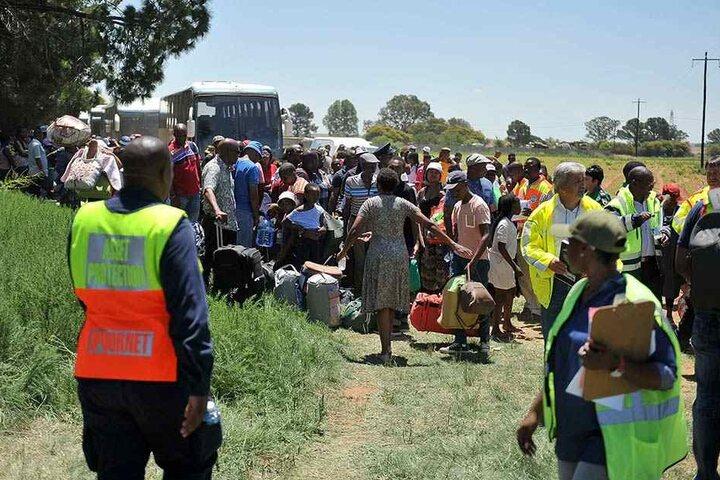Rettungskräfte berichten von vielen Verletzten und mehreren Toten.