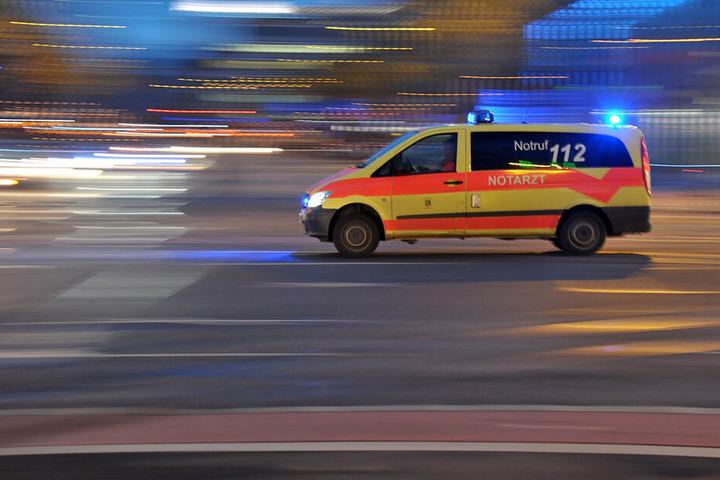 Bei dem Unfall wurde eine 41-Jährige schwer verletzt. (Symbolbild)