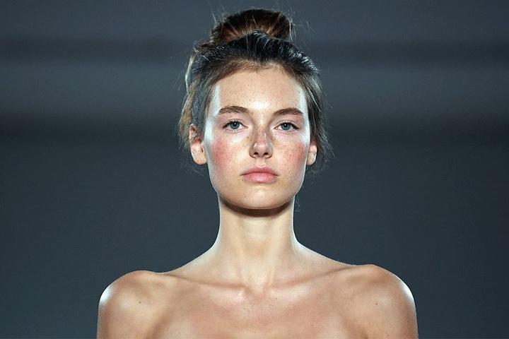 """Am 6. Juli sah Bethmann bei der """"Mercedes-Benz Fashion Week Berlin"""" noch so aus. Hat sie seitdem abgenommen?"""