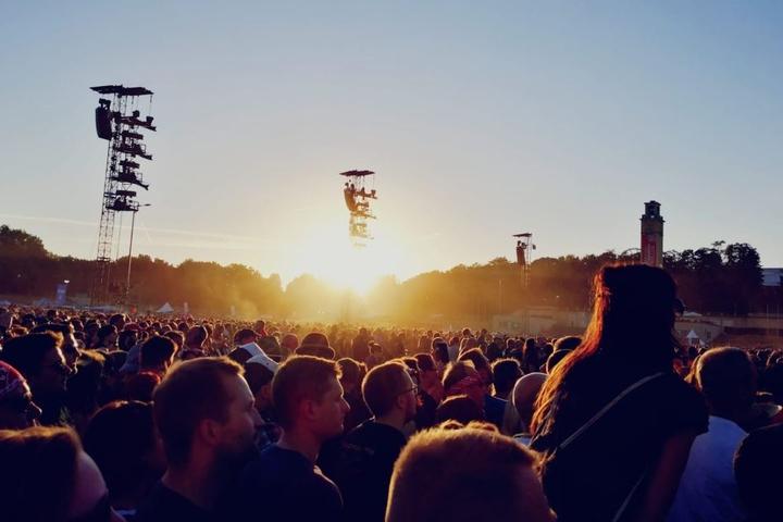 Mit rund 40.000 Fans war die Leipziger Festwiese zwar deutlich nicht ausverkauft, dennoch war der Platz gut gefüllt.