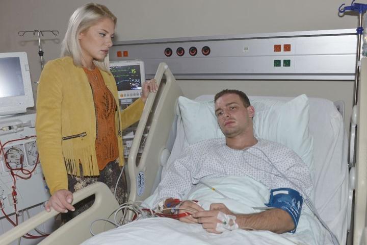 Im Krankenhaus kommt heraus: Er leidet am womöglich tödlichen Amazonas-Fieber.