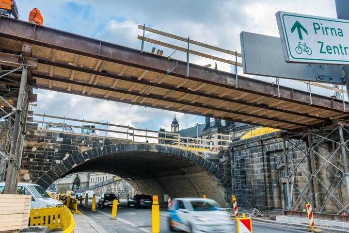 Dreimal in den nächsten Wochen wird die B6 unter der Augustusbrücke jeweils für ein verlängertes Wochenende gesperrt.