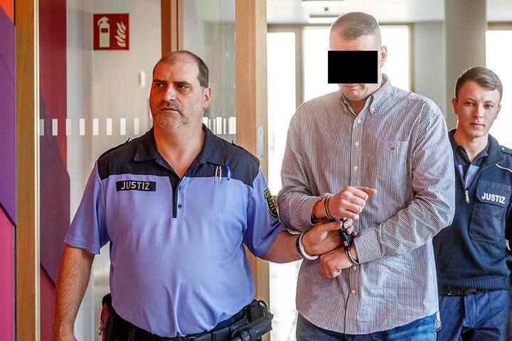 Meisterdieb Christian L. (33) dagegen behauptete im Prozess gegen seine Freundin, sei seien noch immer verlobt.