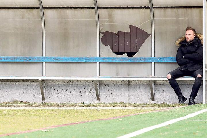 Einsam und allein als Zuschauer beim Training: Max Wegner. Das war vor zwei Wochen. Jetzt versucht der Stürmer wieder, im Training Fuß zu fassen.