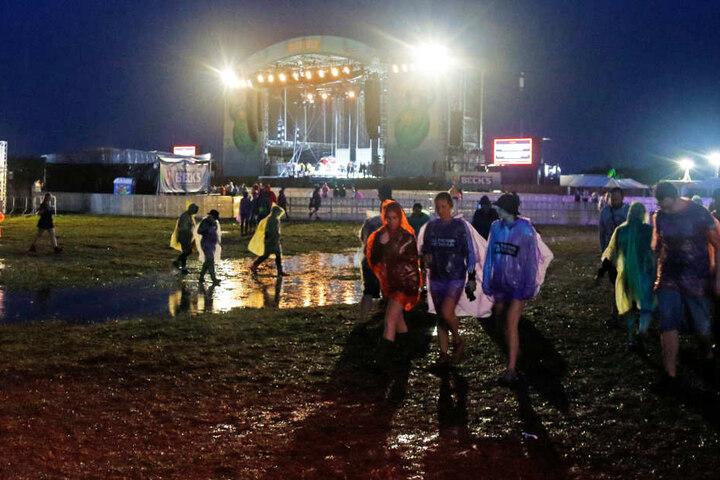 Nach heftigen Regengüssen am Freitagabend stand das Gelände unter Wasser.