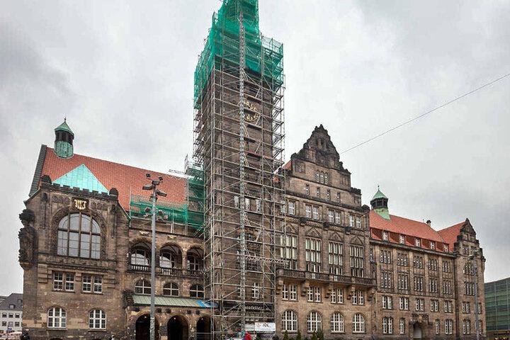 Dicke Luft im Chemniter Rathaus: Wegen der Bewerbung von Sozialdezernent Philipp Rochold im Schwarzwald und einem Interview sehen manche Stadträte rot.