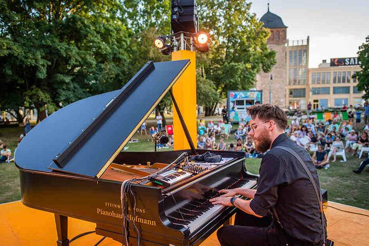 Der Parksommer, bei dem auch Pianist Clemens C. Pötzsch (F.) auftrat, lockte dieses Jahr 18.000 Besucher an.