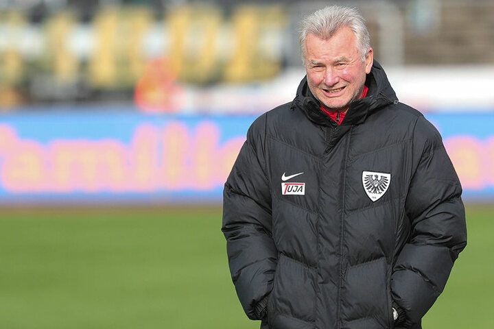 Alte Weggefährten: Benno Möhlmann trainierte Vata während seiner Zeit bei der Arminia aus Bielefeld.