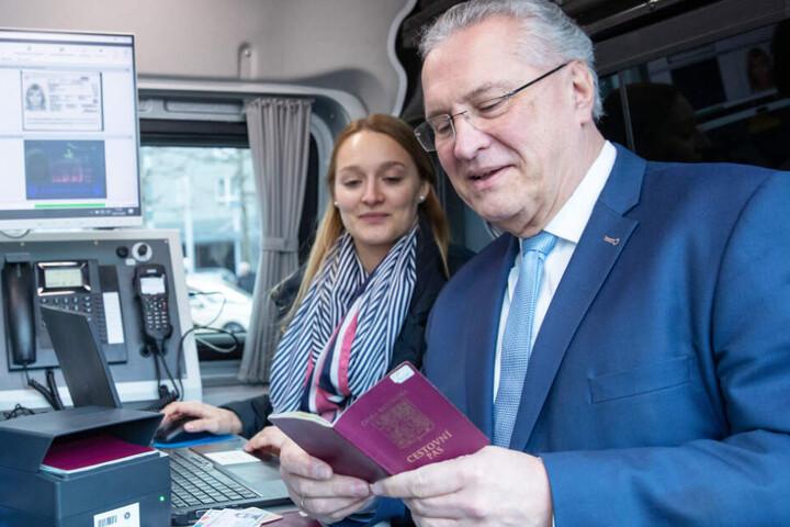 Bayerns Innenminister Joachim Herrmann (r.) ist von der Grenzpolizei überzeugt.