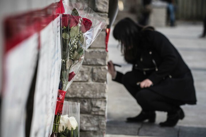 Viele Menschen trauerten am Montag nach dem Vorfall um die Verstorbenen und Verletzten.