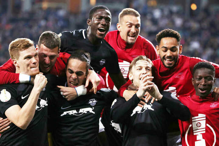 Dürfen sich aufs erste Pokalfinale in der Vereinsgeschichte freuen: Die Kicker von RB Leipzig.