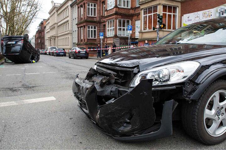 Auch der Wagen der 44-jährigen Frau wurde bei dem Crash beschädigt.
