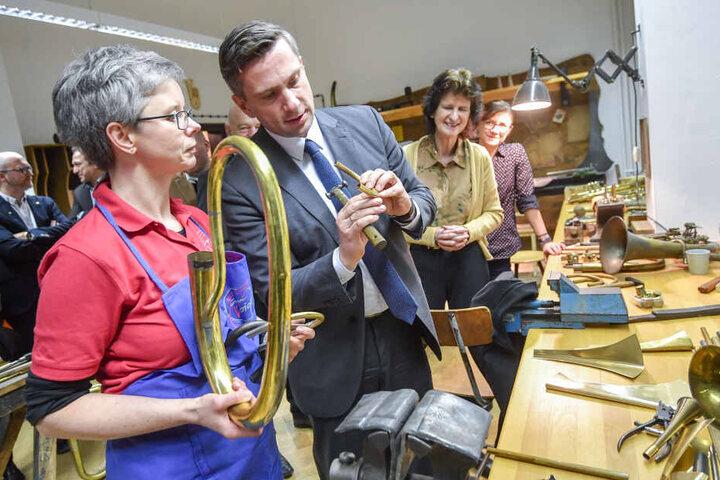 Bei ihrer Tour durch Westsachsen machten Martin Dulig (44, SPD) und Eva Maria Stange (61, SPD) am Dienstag n Markneukirchen Station.