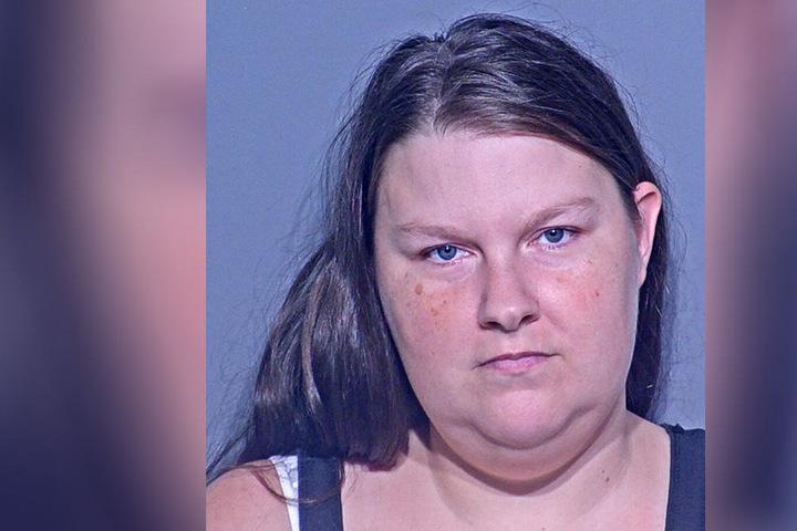 Krystal Sanspree (30) soll ihren eigenen 4 Jahre alten Sohn missbraucht und sich dabei fotografiert haben.