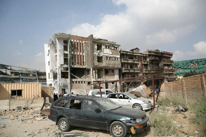 Bei dem Attentat auf das Büro von Vizepräsidentskandidaten Saleh wurden mehr als 20 Menschen getötet, 50 weitere verletzt.