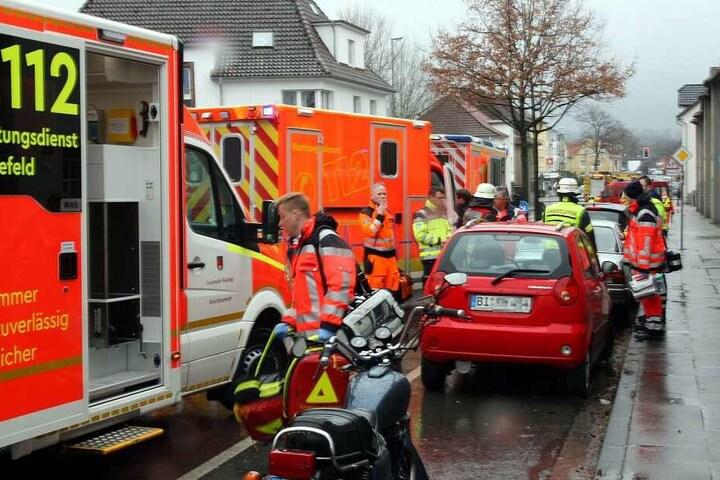 Zahlreiche Einsatzkräfte waren an der Ziegelstraße vor Ort.
