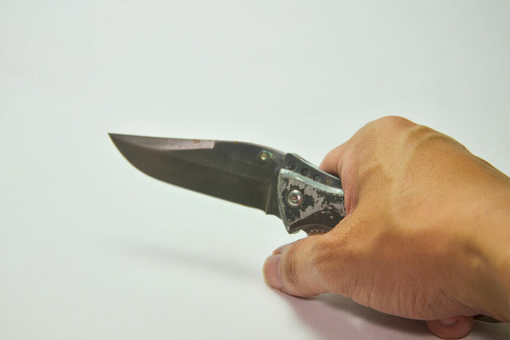 Als die Beamten den Jugendlichen gestoppt hatten, zückte dieser ein Einhandmesser (Symbolbild).