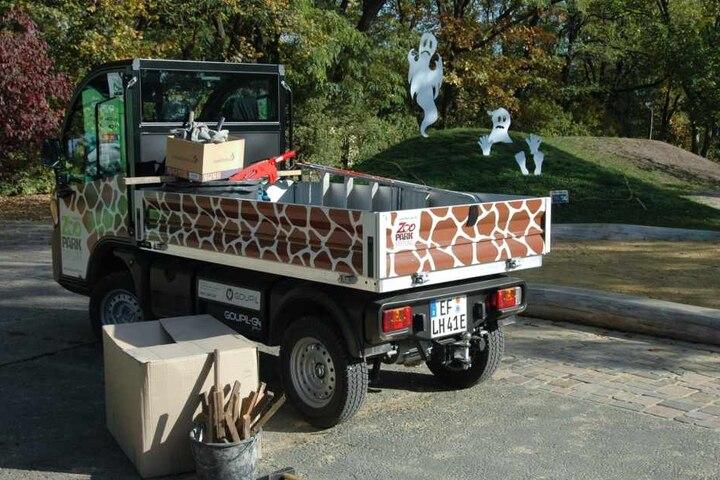 """Die neue """"Giraffe"""" fährt ab sofort durch den Zoopark in Erfurt."""