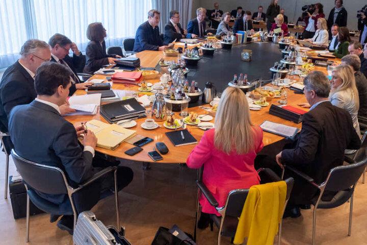 Die Staatsregierung will sich bei ihrer Kabinettssitzung mit Zukunftsthemen der Digitalisierung befassen.
