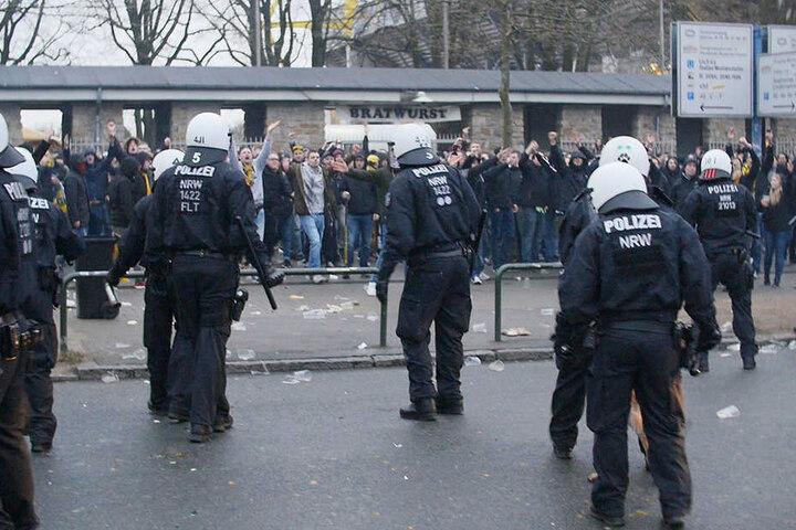 Ausschreitungen wie in Dortmund sollen eingedämmt werden. Dafür fordert die CDU ein neues Sicherheitskonzept.