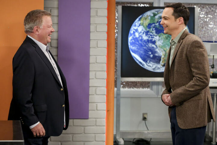 """Treffen mit bitterem Beisgeschmack: Als Sheldon auf """"Captain Kirk"""" William Shatner (l.) trifft, muss sich der Nerd vor laufender Kamera übergeben."""
