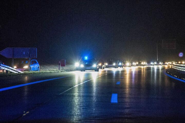 Die Bundesstraße war bis nach 2 Uhr voll gesperrt, der Verkehr wurde umgeleitet.
