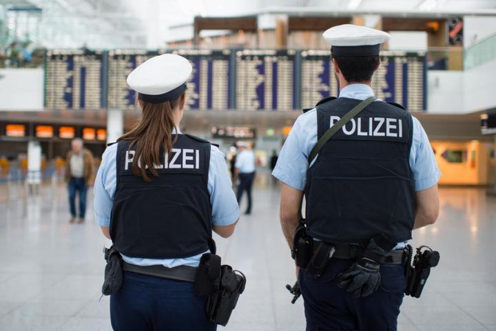 Die Bundespolizei nahm den 27-Jährigen schließlich fest. (Symbolbild)