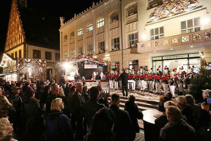 Der Zwickauer Weihnachtsmarkt ist eröffnet.
