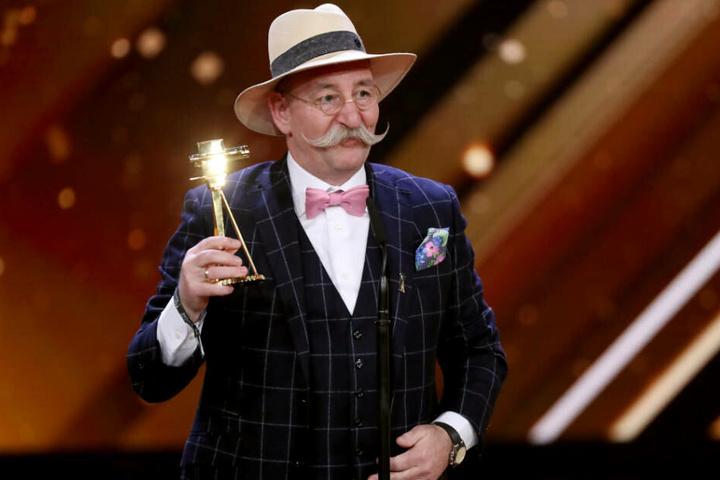 """2018 erhielt Horst Lichter die Goldene Kamera in der Kategorie """"Publikumswahl: Bestes Dokutainment-Format"""" für sich und sein Team der Sendung """"Bares für Rares""""."""