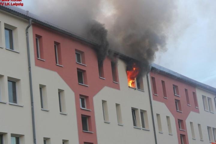 Die Wohnung im Dachgeschoss brannte lichterloh.