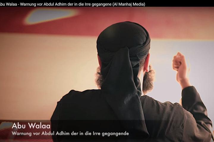 Hier ist Abu Walaa in einem Propaganda-Videos des IS von hinten zu sehen.