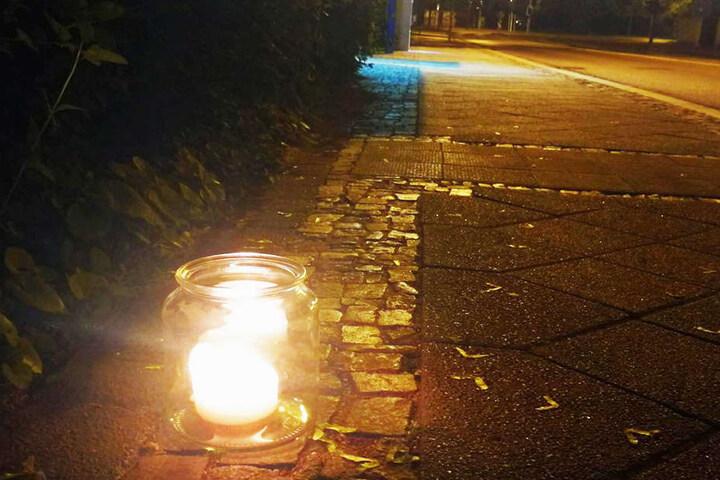 Wenige Stunden nach dem tödlichen Unfall wurde bereits eine Kerze für den Verstorbenen am Unfallort aufgestellt.