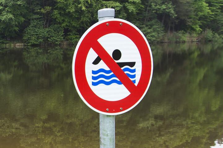 Wegen der Verunreinigung wurde ein teilweises Badeverbot verhängt. (Symbolbild)